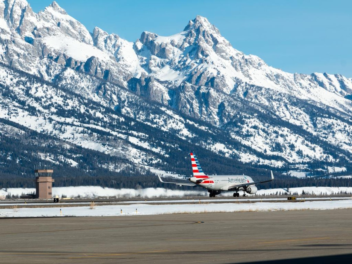 Airplanes Fly Airport 20160224 As 8001  Large